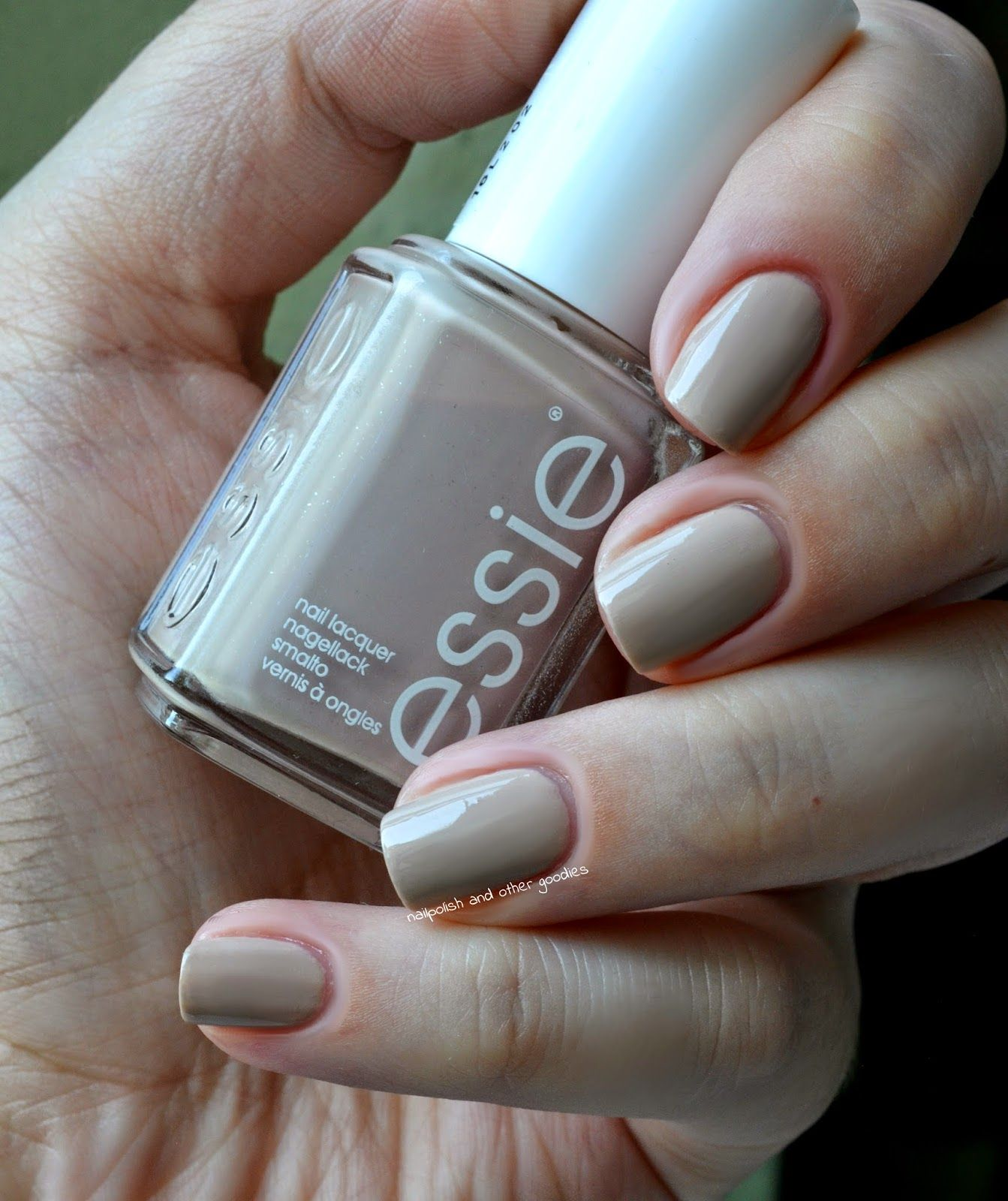 Essie- Cocktail&Coconuts