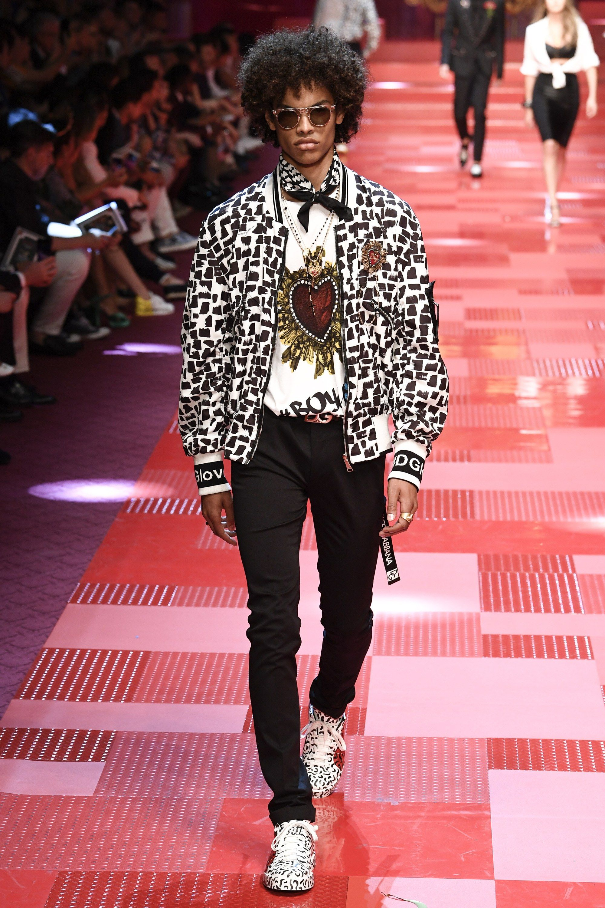 73a95ef366cf See the complete Dolce & Gabbana Spring 2018 Menswear collection.