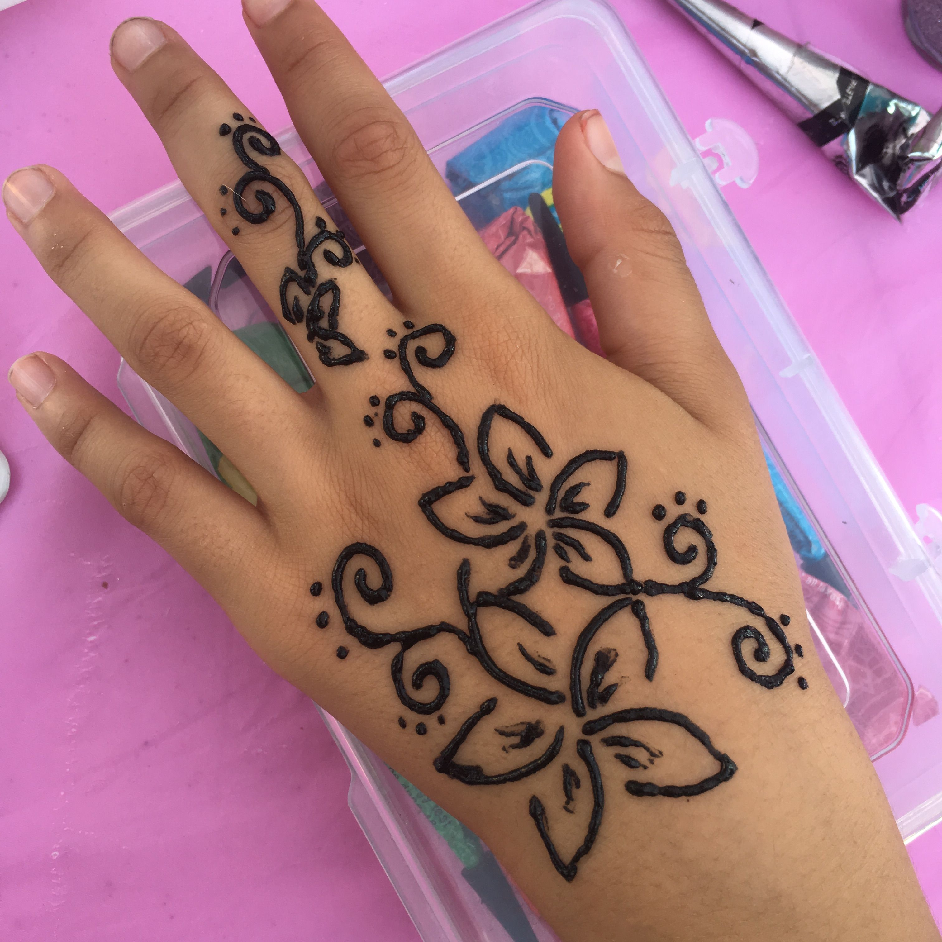 Cute Hand Henna Tattoo Ideas: Cute Henna Flower Design On The Hand