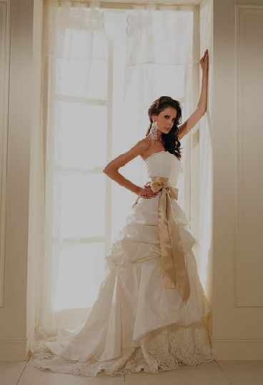 If you need to find a Las Vegas wedding gown rental, you have many ...