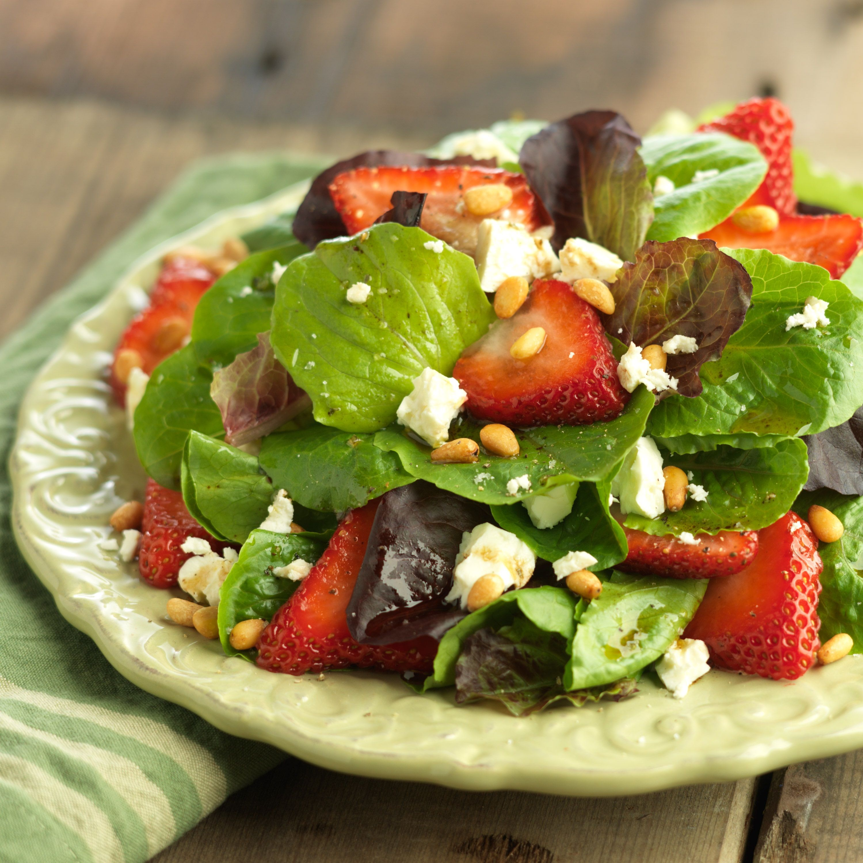 lettuce salad with strawberries - 736×736