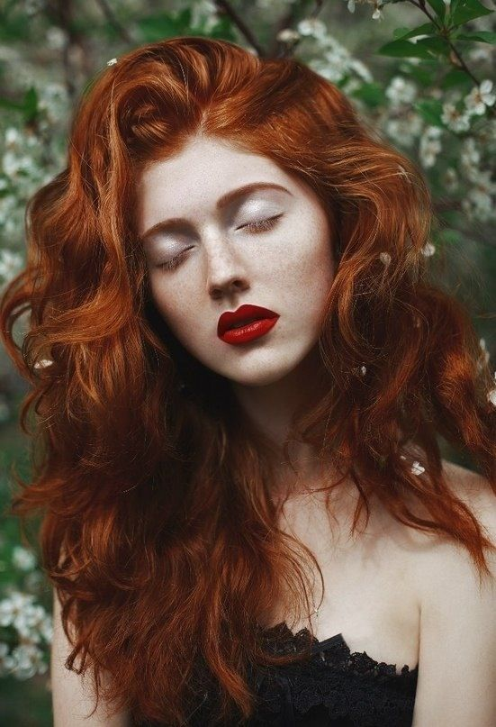 red hair lipstick curly