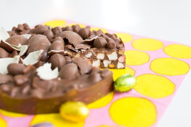 Rocky Road -kakku on supersuklainen. Tätä riittää pienikin pala kahvin kanssa, joten yhdestä kakusta riittää hyvin isommallekin porukalle.