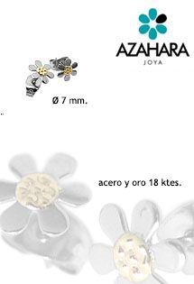 Pendientes de acero y oro con forma de flor de margarita de seis pétalos y cierra de presión. Pendientes de acero y oro de Azahara Joya.