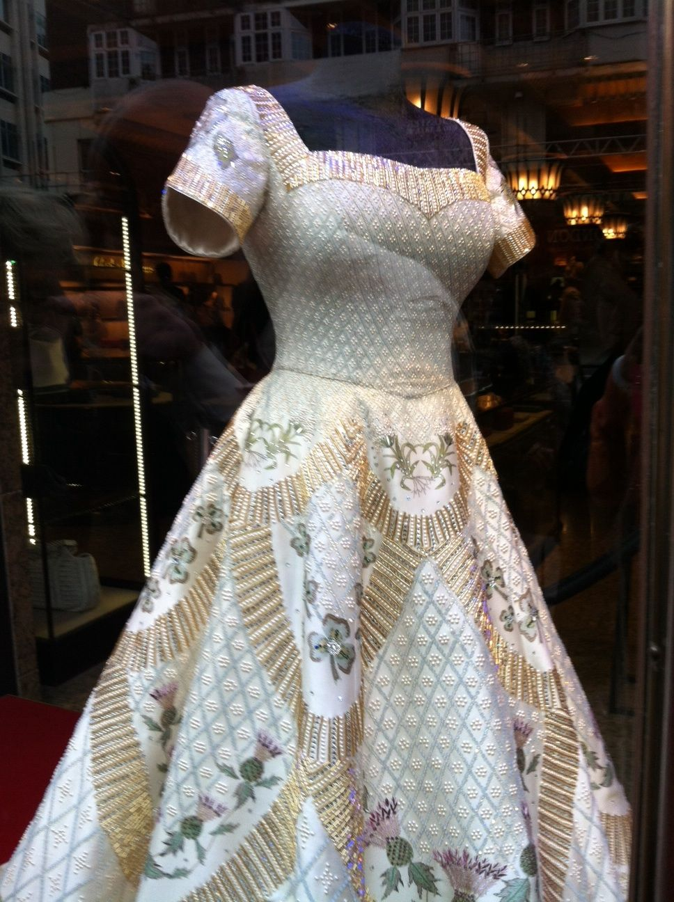 Fashion Designer Royal Dresses Queen Dress Embroidery Designs Fashion [ 1296 x 968 Pixel ]