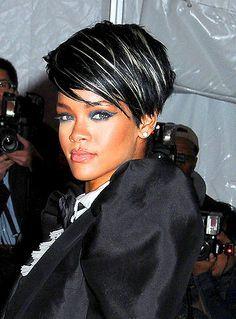 Rihanna Black Hair With White Streaks Google Search Hair Highlights Short Hair Color Rihanna Short Hair