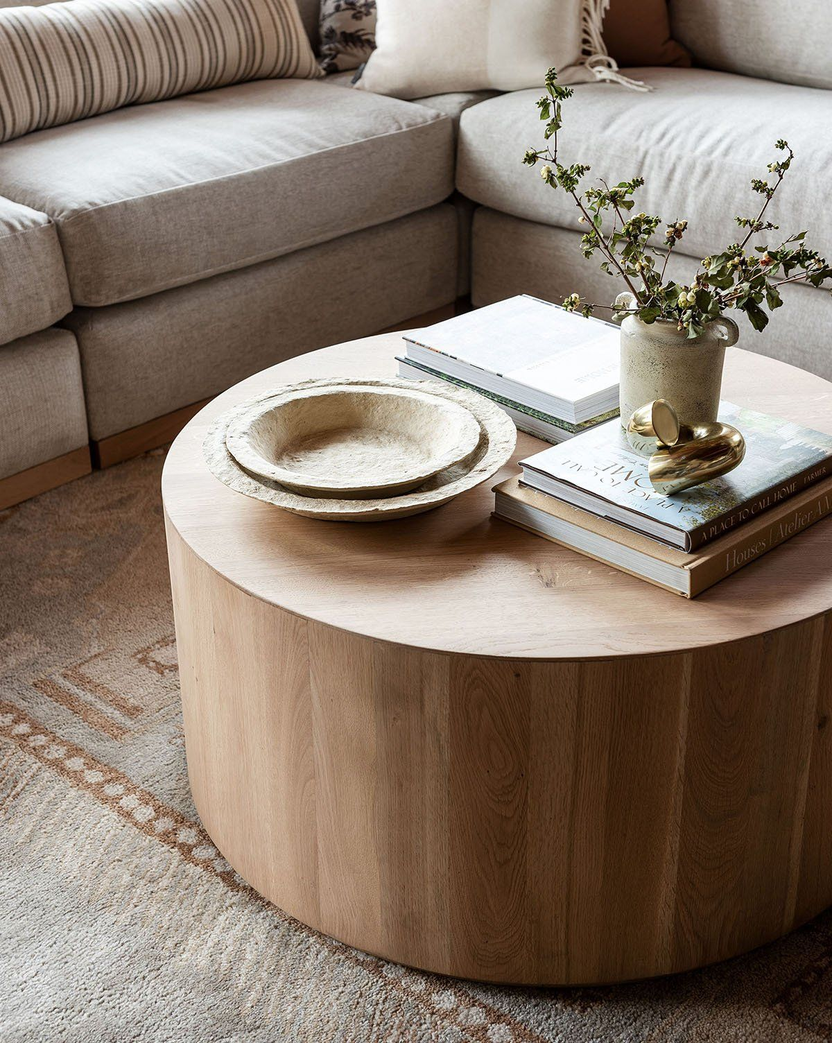Houses Atelier Am In 2021 Table Decor Living Room Coffee Table Living Room Coffee Table [ jpg ]