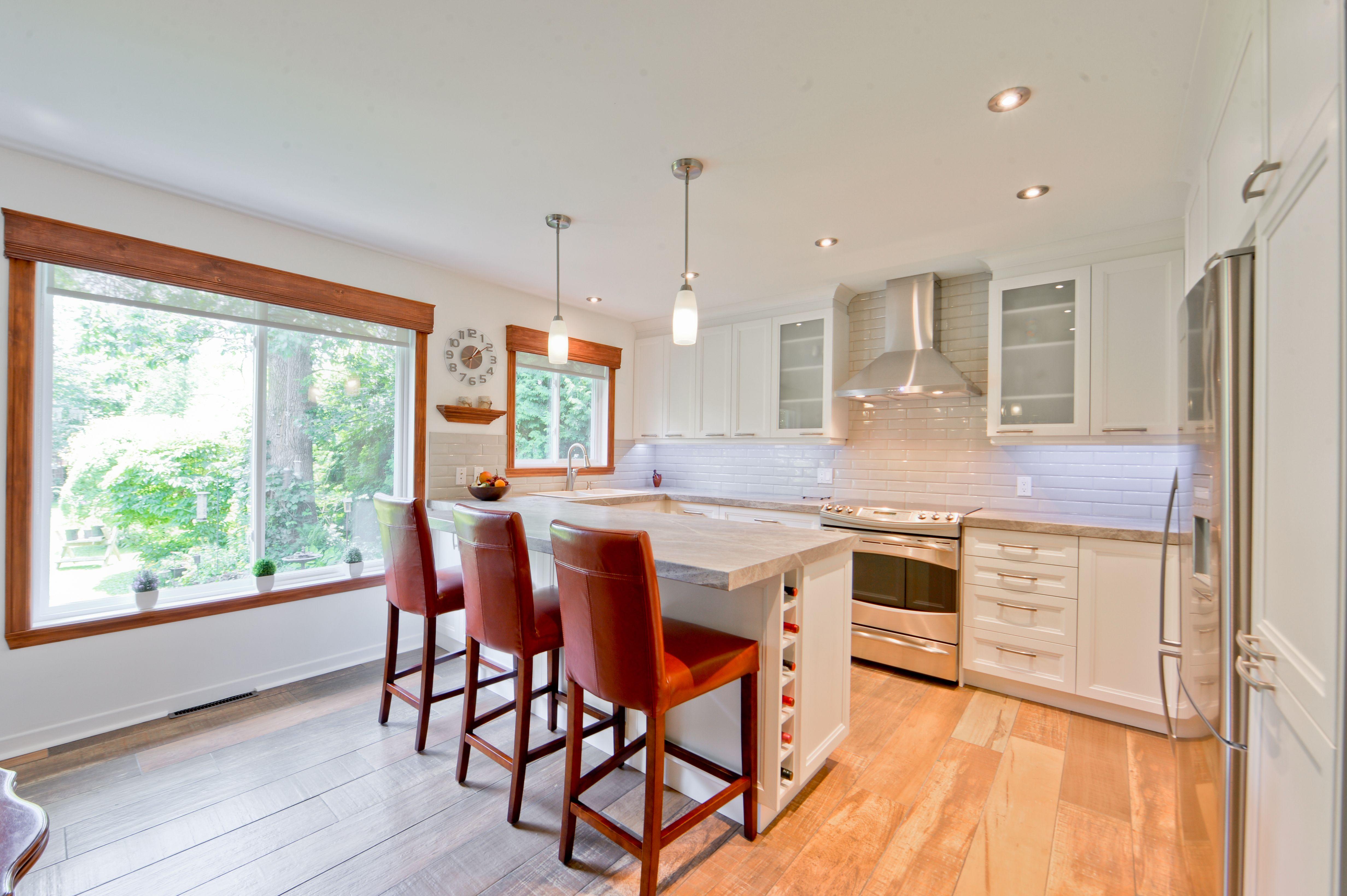 Une magnifique cuisine r alis e par des entrepreneurs de Changer une fenetre bois en renovation