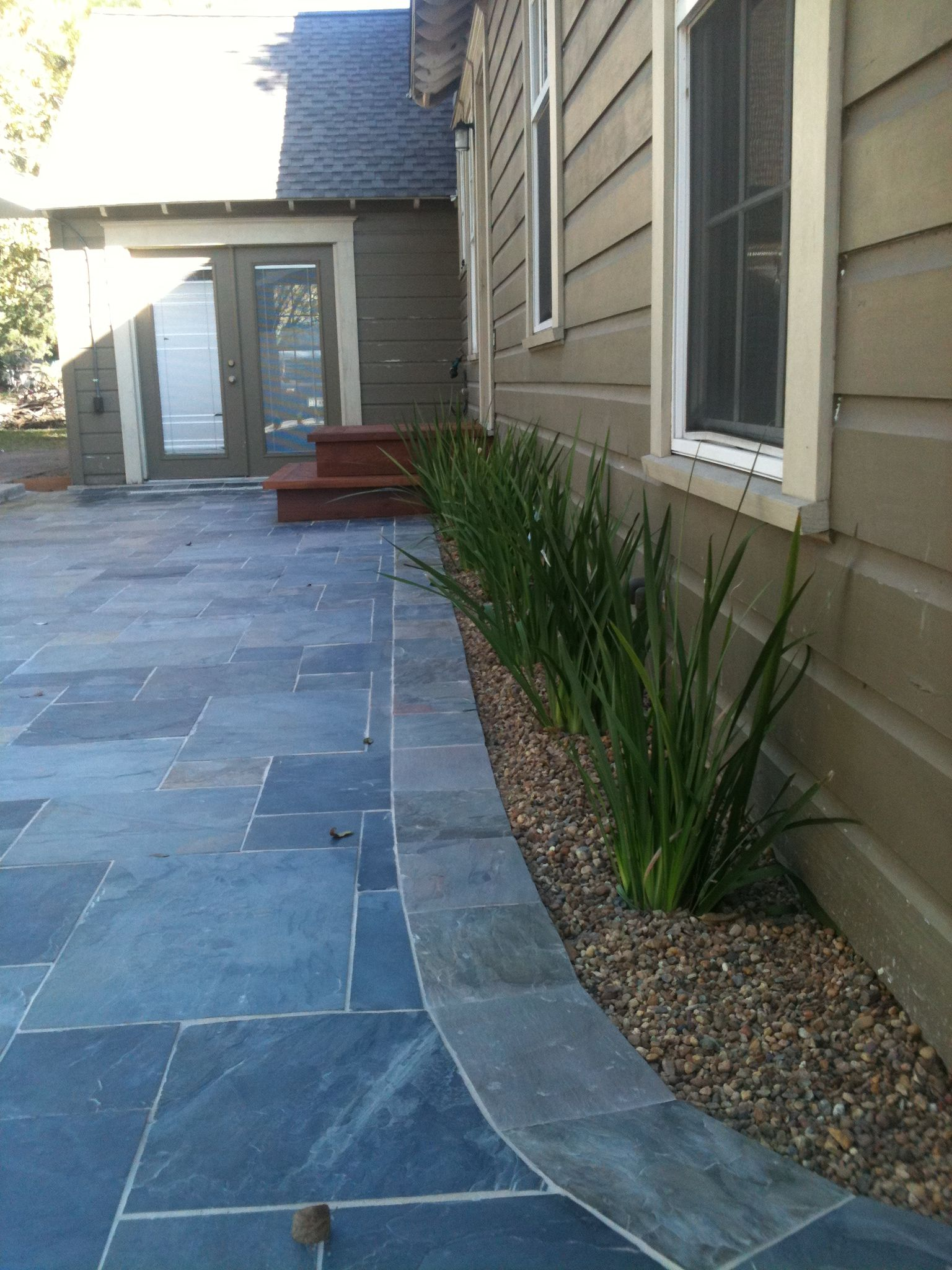 Random Slate Tile Patio With Curved Slate Border By The Western Patio Company In Spring Texas Western Red Cedar Steps Lead To Back Door Patio Maison Jardins