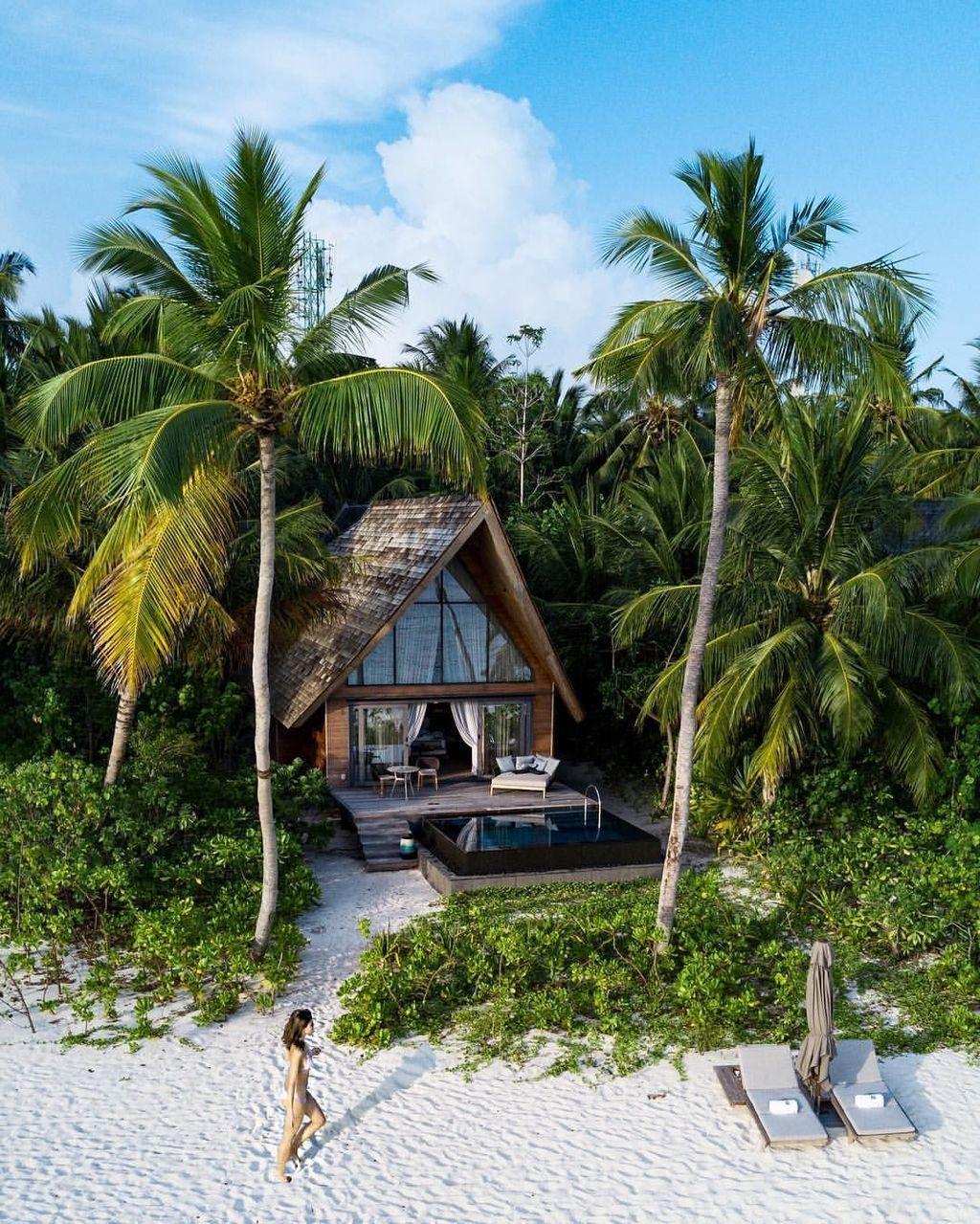 40 Awesome Tropical Beach House Design Ideas Tropical Beach Houses Beach House Design Dream Beach Houses