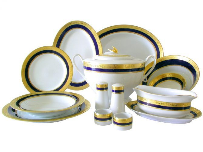 Porcelana Bogucice, serwis obiadowy Olimpia z modnymi złotymi dekorami.