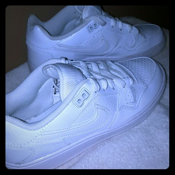 Nike shoes All white Nike shoe. Only worn twice. Size 8. Good condition. Nike Shoes Sneakers