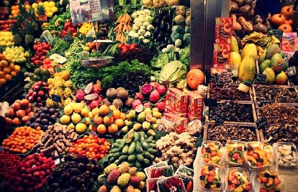 Etalage de fruits et l gumes frais un marche comme je l 39 aime smoothies veggies pinterest - Bienfait des fraises ...