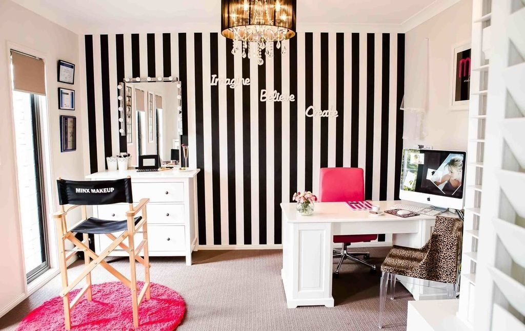 38 Perfect Small Makeup Room Decoration with Feminine