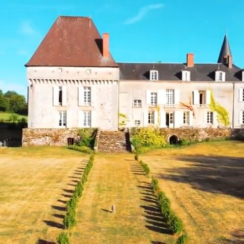 Ever wonder what it's like to live in a Castle? We visited a 16th Century French Château to find out! Stephanie Jarvis traded in her London flat to restore a fairy tale castle in central France, and invited us to have a taste of the Château life. • For the full post and video, click the link 💕🏛 I hope you enjoy our trip toChateau de Lalande