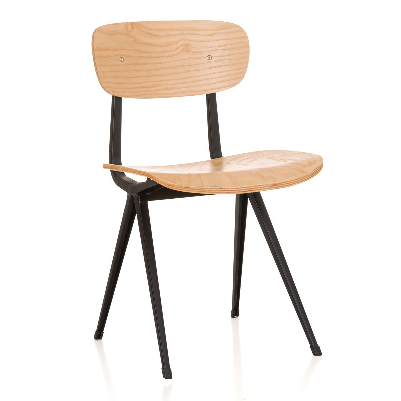 Design-Stuhl im nordischen Stil. Gestell aus mattschwarzem Stahl ...