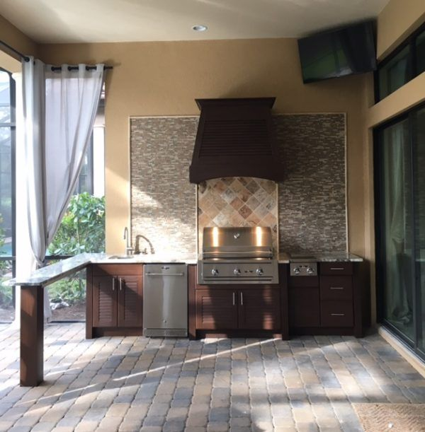 Outdoor Kitchen with Nature Kast Cabinets | Outdoor ...