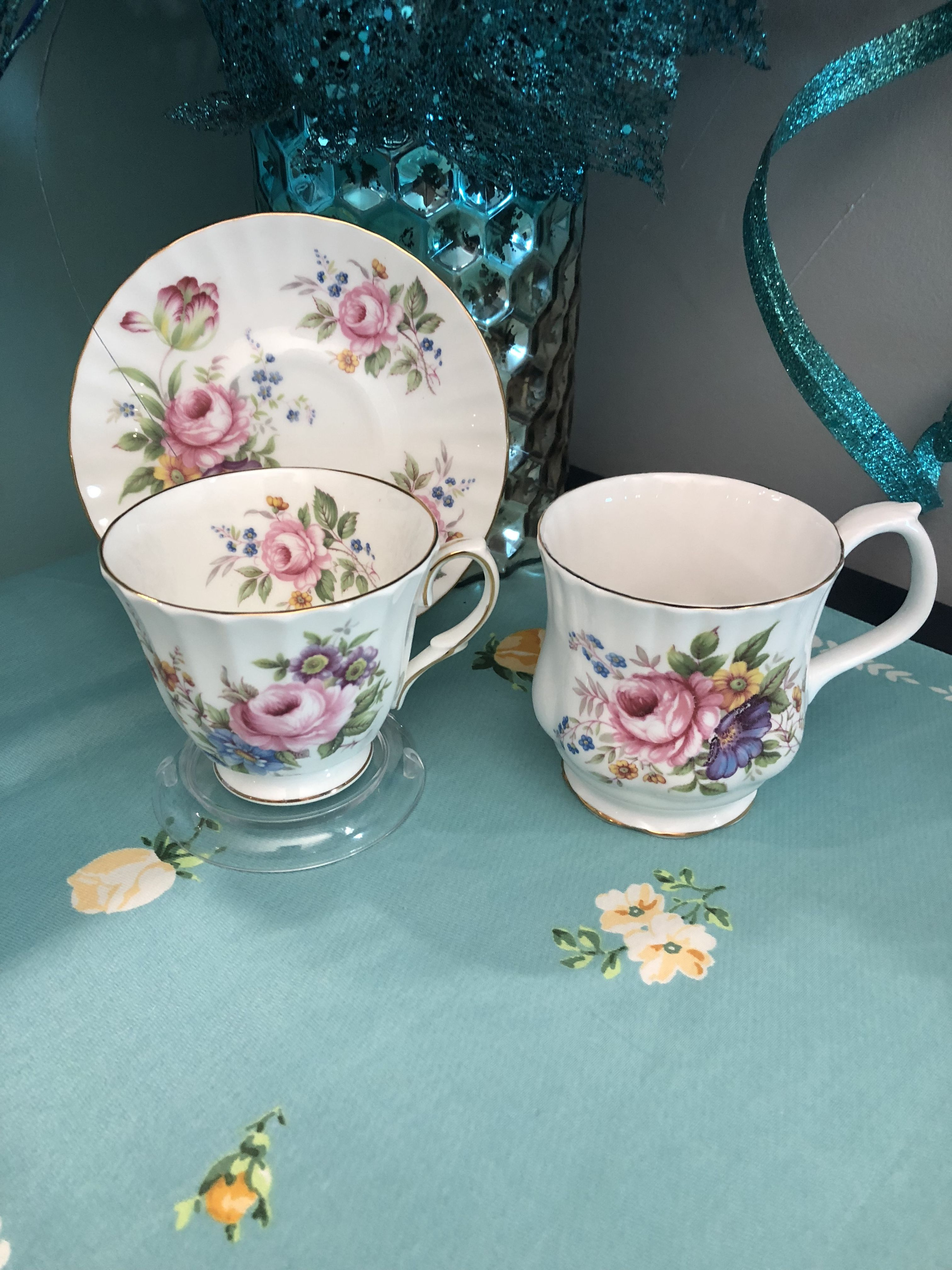 Many Pattern Designers Sold Their Patterns To Several Manufacturers Of China The Teacup And Saucer Are Made By Duchess A With Images Tea Cups Antique Tea Cups Antique Tea