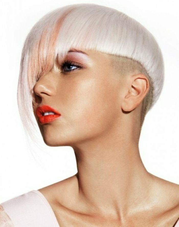 Coiffure cheveux blancs femme