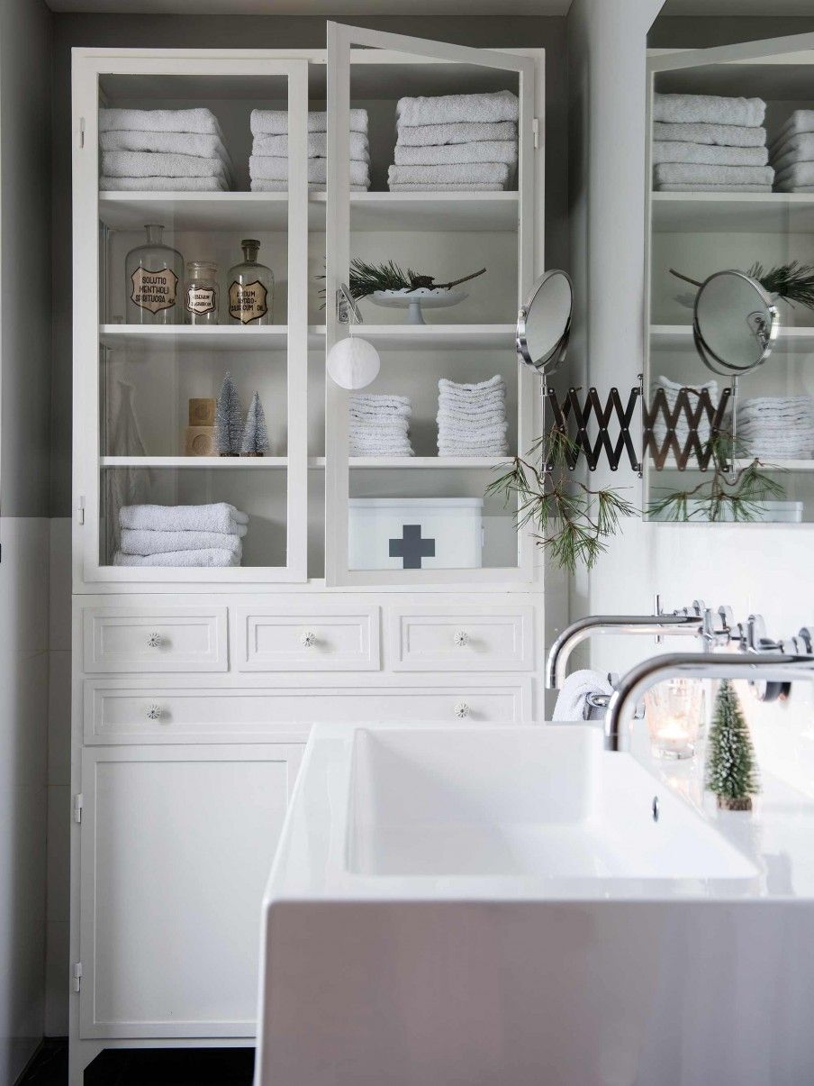 Bathroom with white cabinet | HOME | Pinterest | Vintage bathrooms ...