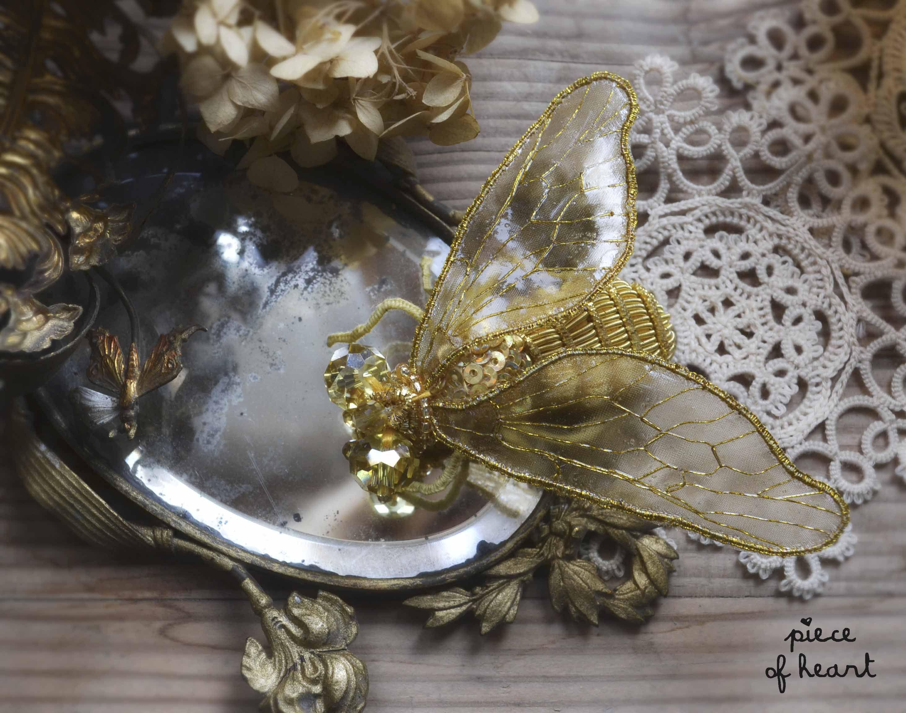 golden fly embroidery www.livemaster.ru/item/3989279-ukrasheniya-brosh-muha