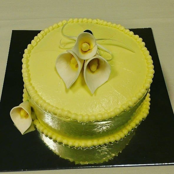 Cala Lilie Me Please..... Lemon Cake with Lemon Buttercream Icing and Handmade Cala lilies  #cake #Atlantabaker #baking #cakelovers #yummycakes #foodporn #foodie #justcakeit #buzzfeedfood #edibleart #lemoncake #gumpasteflowers #explorepage #explorepage #explorepage #explorepage #lemonbuttercream Cala Lilie Me Please..... Lemon Cake with Lemon Buttercream Icing and Handmade Cala lilies  #cake #Atlantabaker #baking #cakelovers #yummycakes #foodporn #foodie #justcakeit #buzzfeedfood #edibleart #lem