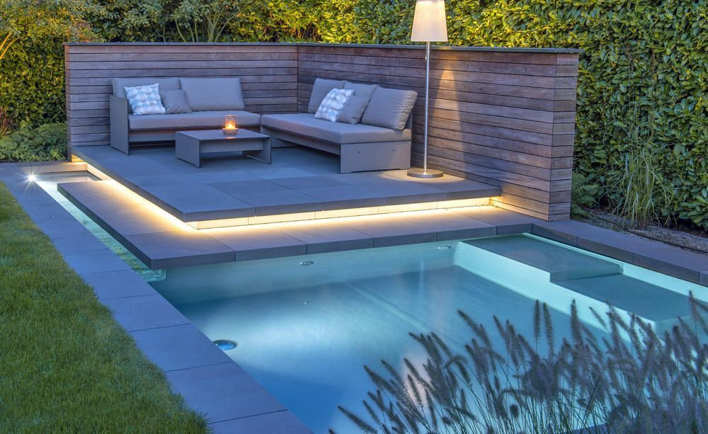 The Right Privacy Screen For The Pool A Privacy Screen For The Pool Can Be An Asset To The Garden The Successful Interplay Of Water Sto Pool Privacy Screen In 2020