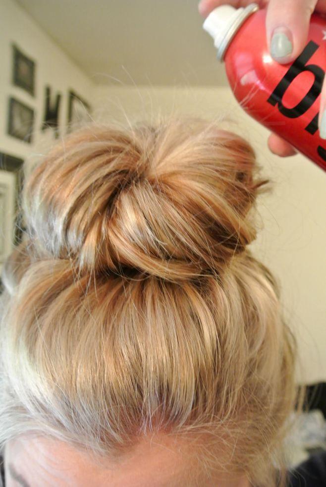 effortless messy bun tutorial hair styles pinterest dutt haar ideen und haare und beauty. Black Bedroom Furniture Sets. Home Design Ideas