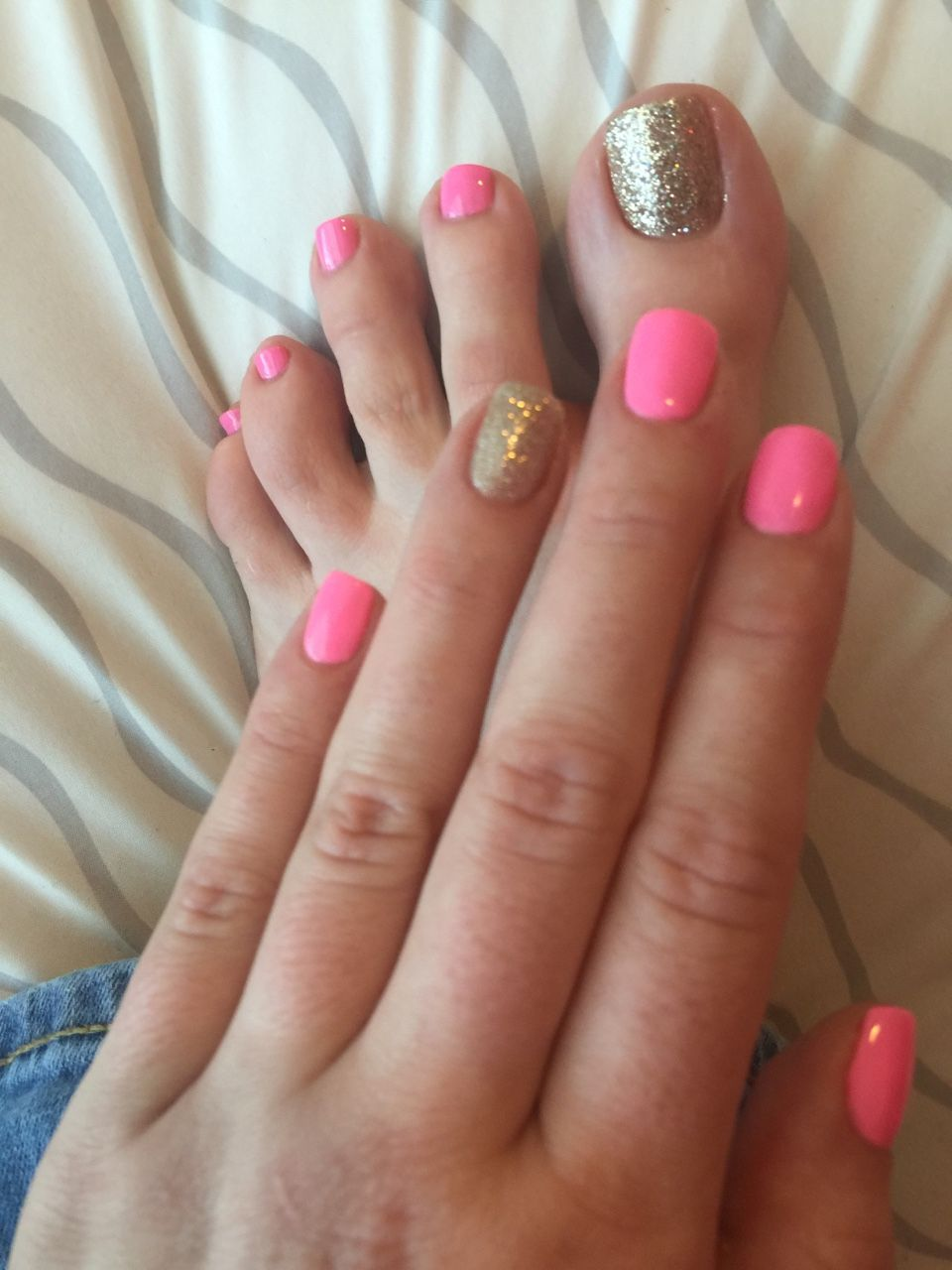 I don\'t like the pink color. But I like the matching mani-pedi ...