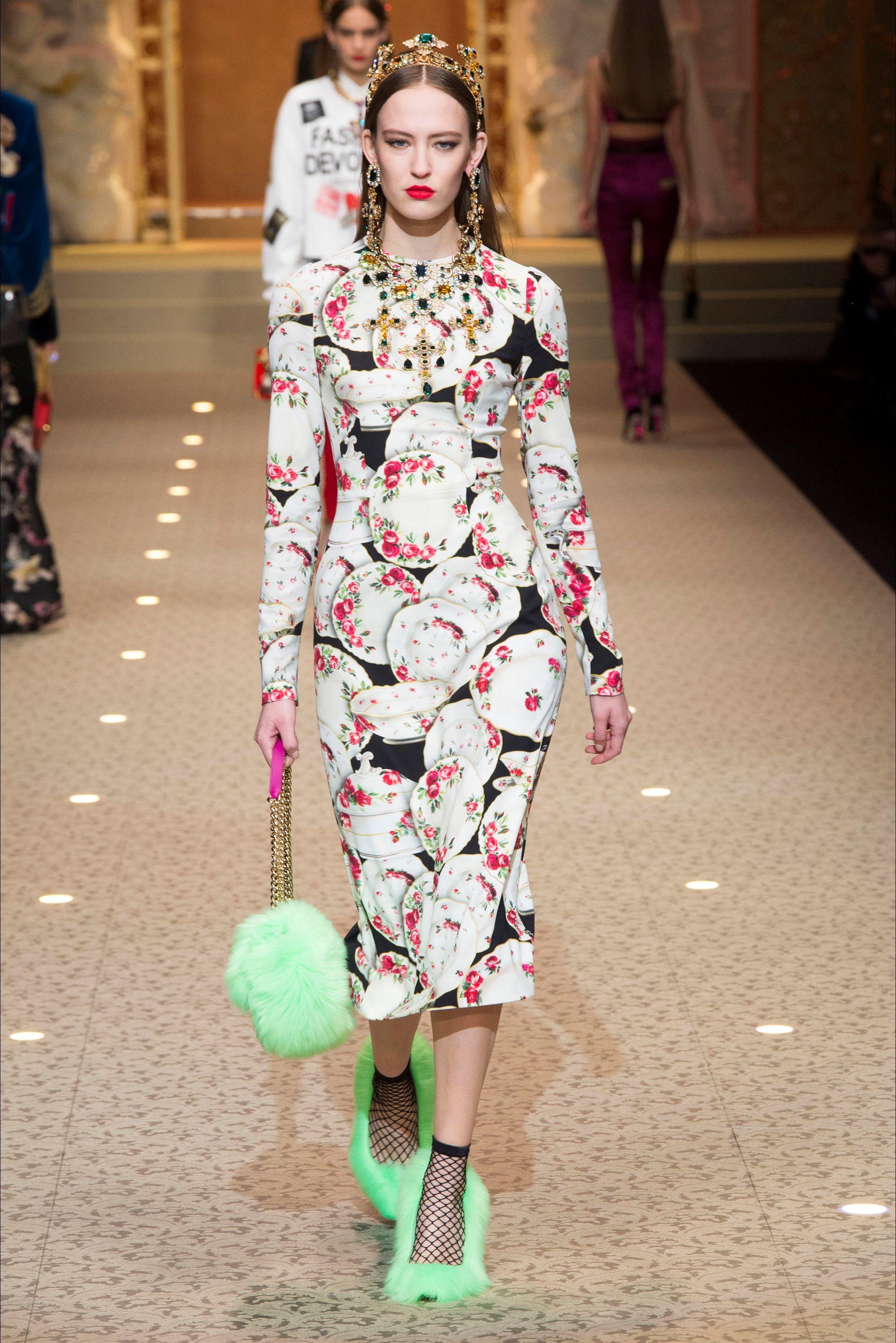 Sfilata Dolce   Gabbana Milano - Collezioni Autunno Inverno 2018-19 - Vogue 5e51882bbbf