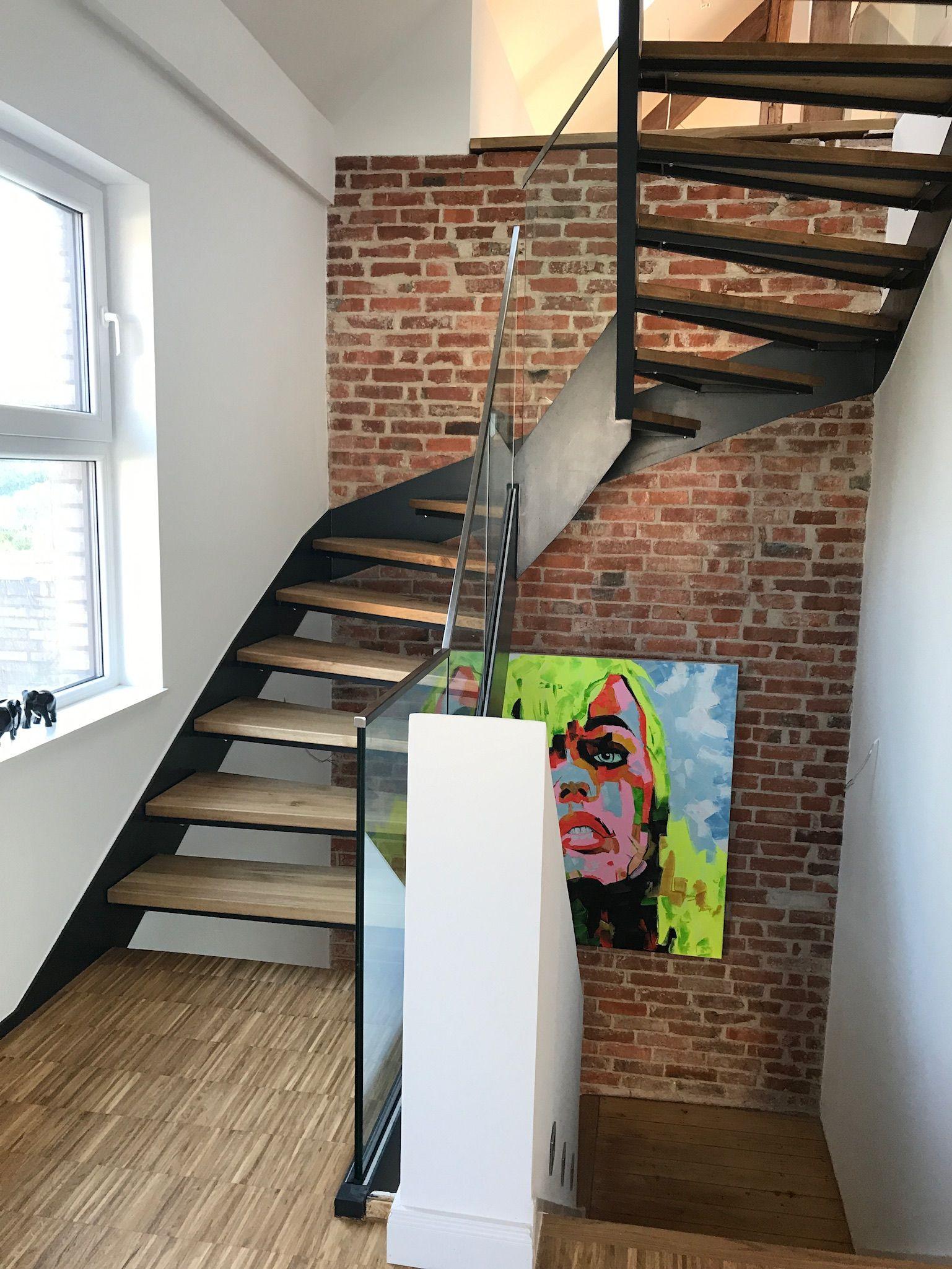 Haus Kanani Kaffeemühlenhaus Modernes Treppenhaus mit Backsteinwand ...