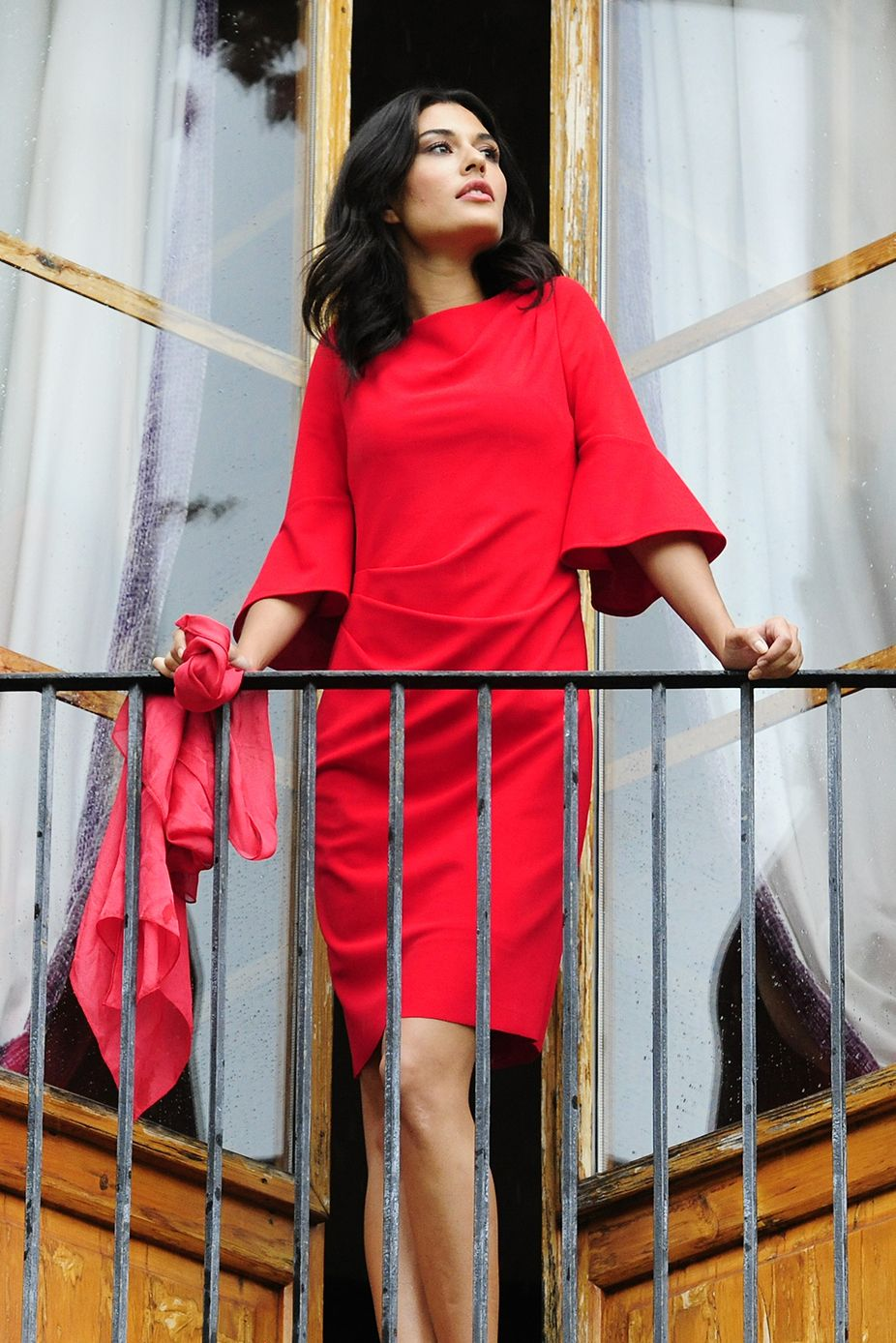 pick up 87cd0 b6d32 Feminines rotes Alba Moda Kleid mit ausgestellten ...