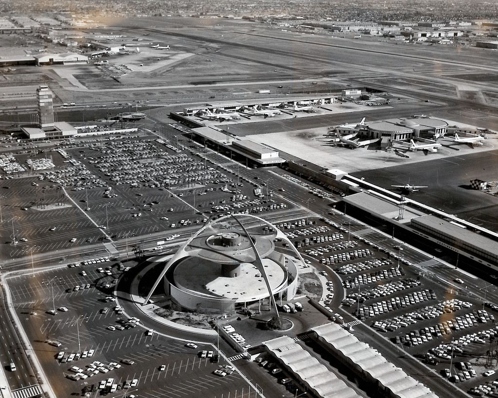 Lax In The 1960s Theme Building And United Airlines Terminal Los Angeles Airport Los Angeles International Airport Airport Travel