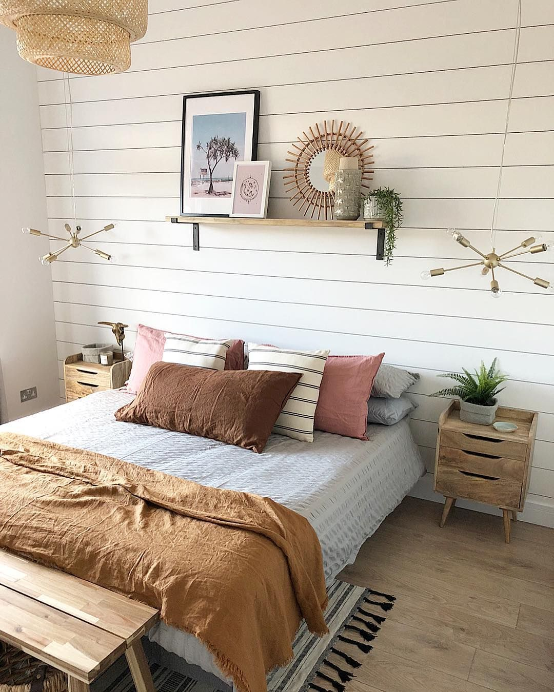 20+ Recommended Small Bedroom Ideas 2019 #smallbedroomideas small bedroom decor ideas, bedroom decor for couples small, small room decorating, small bedroom, small spaces bedroom, small bedrooms ideas, decorate a small bedroom, paint for small spaces, small spare bedroom ideas #bedroomideasforsmallroomsforcouples