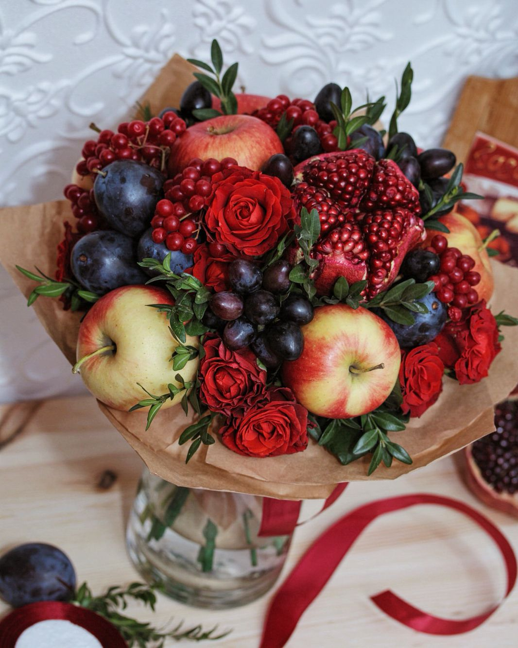 307dc5d8 Букет с ароматом осени! Яблоко, виноград, слива, калина, гранат и роза -  идеальное сочетание цвета!