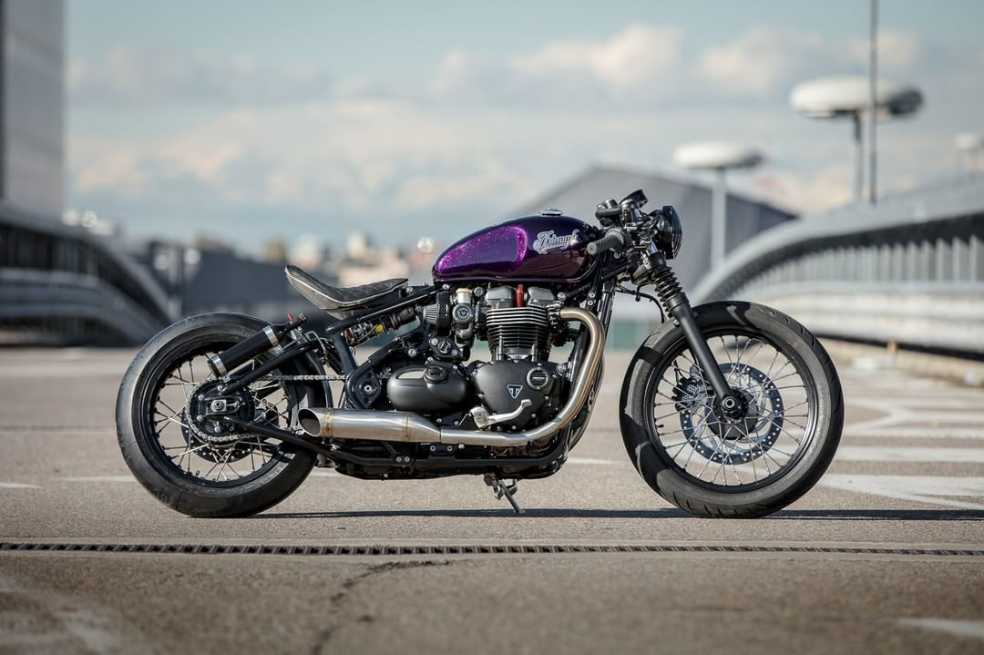 Triumph Bobber by Down & Out Cafe Racers #motorcycles #bobber #motos | caferacerpasion.com