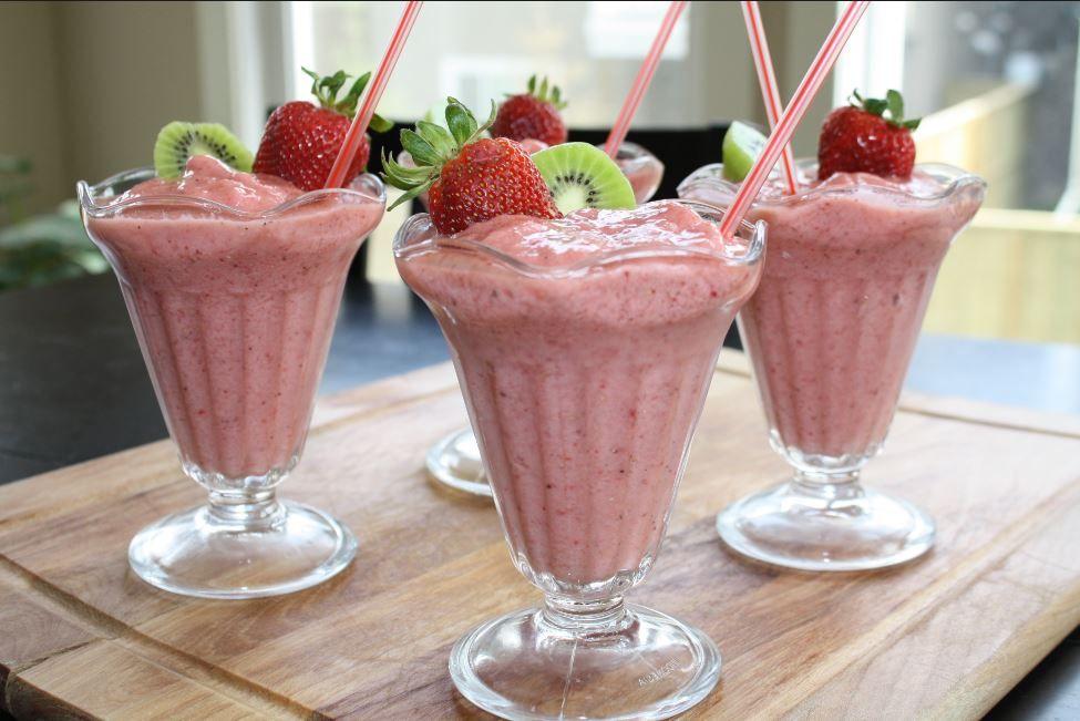 Healthy easy kiwi strawberry smoothie recipe kiwi