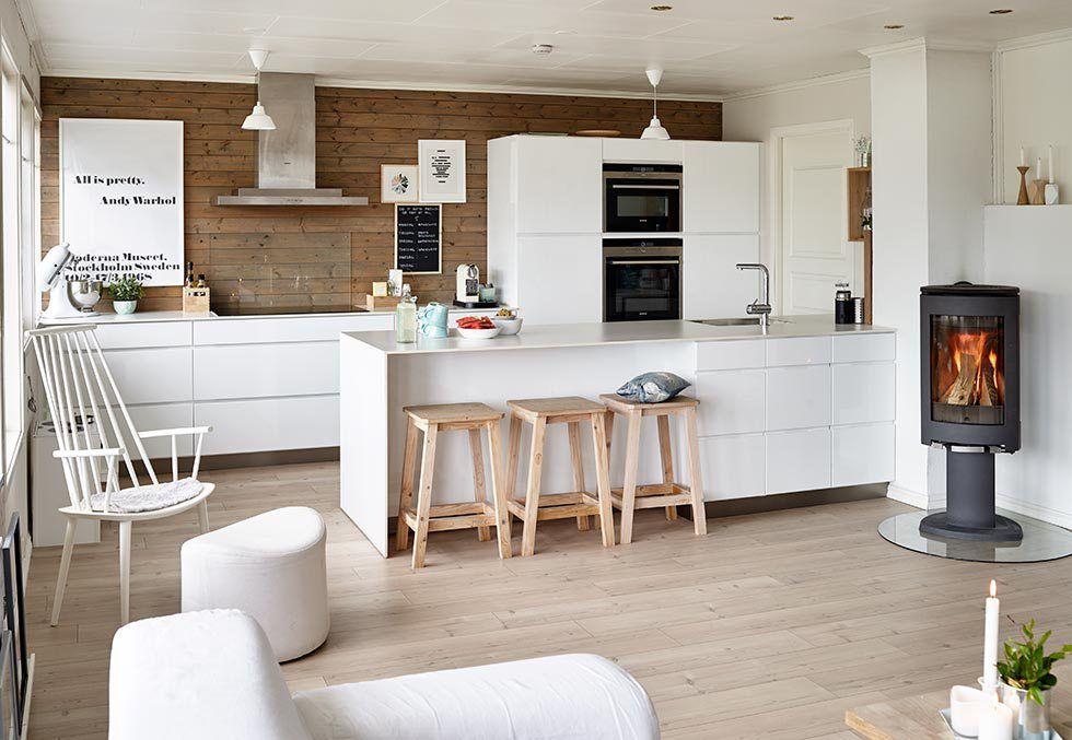 Blanco En Textiles Y Muebles En Una Casa Donde Viven Ninos Delikatissen Decoracion De Cocina Moderna Decoracion De Cocina Cocina Integrada En Salon