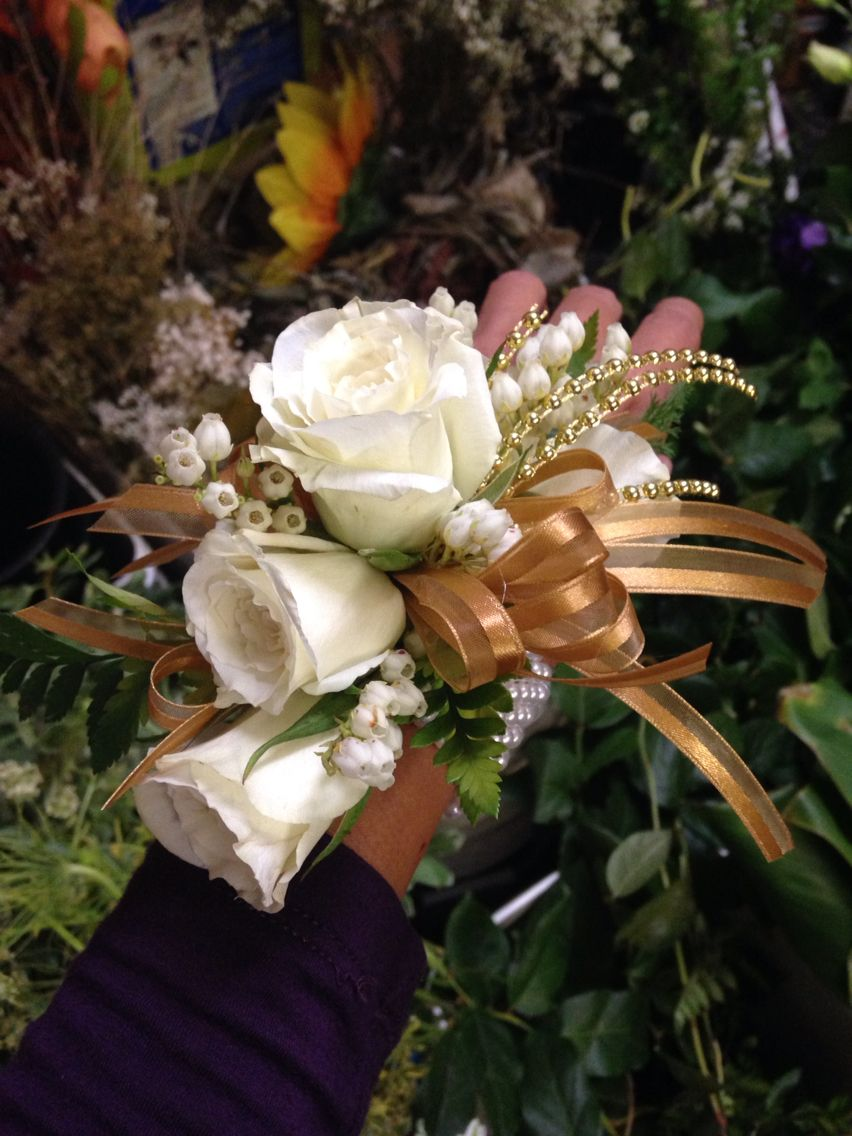 how to make a wrist corsage with ribbon
