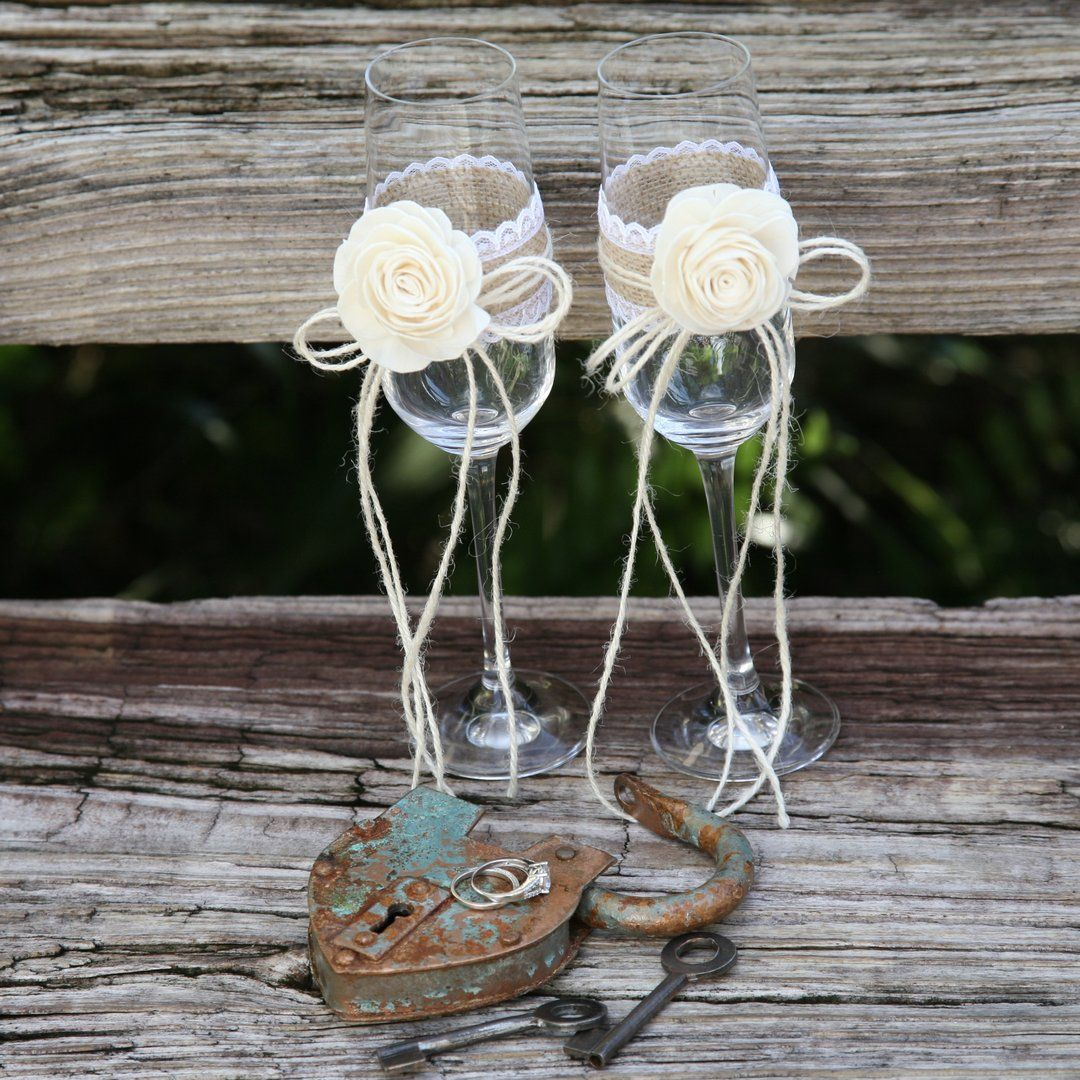 New Hairstyle For Wedding Ceremony: Wedding Ceremony Champagne Flutes With Antique Padlock