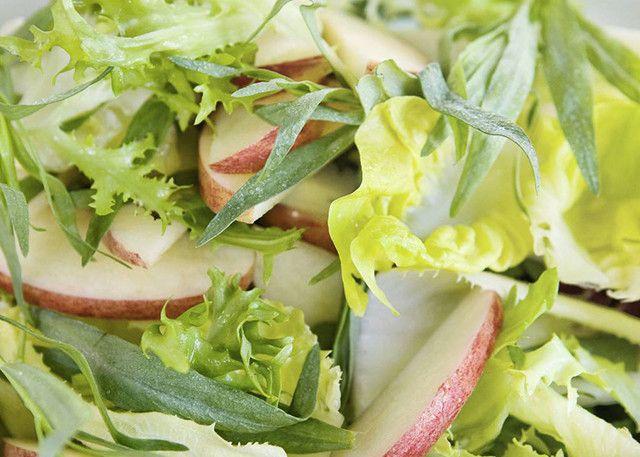 Rezept für Blattsalat mit Apfel und Estragon.