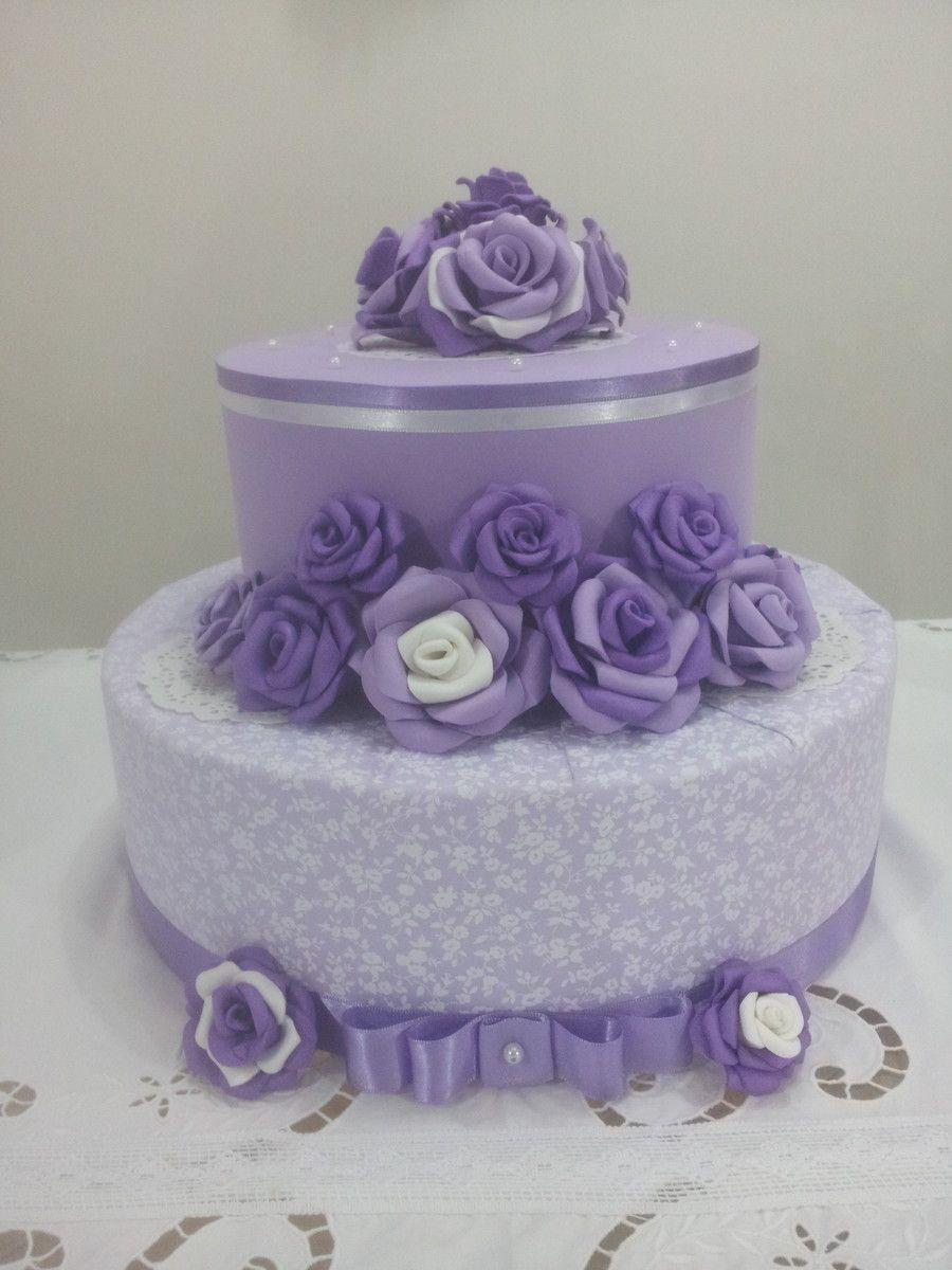 bolo fake de 2 andares em tecido e flores em eva  em tons