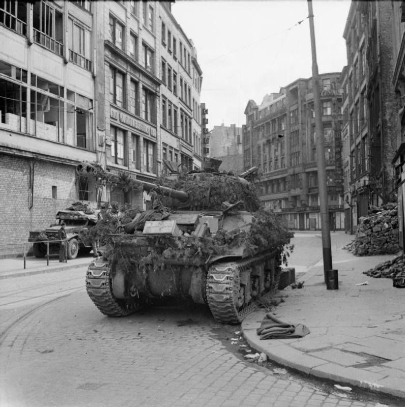 Sherman Firefly of 7th Armoured Division in Hamburg (Großer Burstah corner to Rödingsmarkt with Hindenburghaus in the background), May 4 1945.