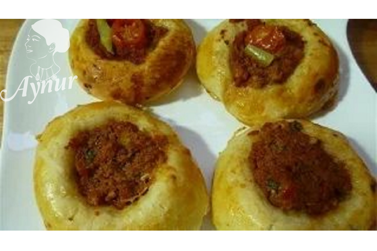 Türkisches Gebäck mit Hackfleisch- Kiymali pizza pogca | Aynur's Welt – Aynurun dünyasi