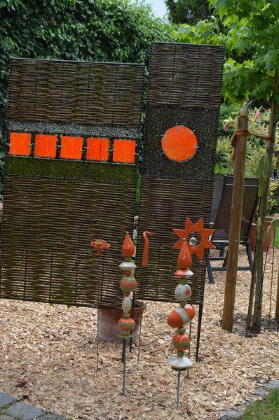 Die Gartenstele besteht aus 11 Einzelteilen und ist für jeden Garten ein Hingucker. Im Winter bringt sie Farbe in den Garten. Die Teile sind individuell zu kombinieren. Sie werden ohne Stab...
