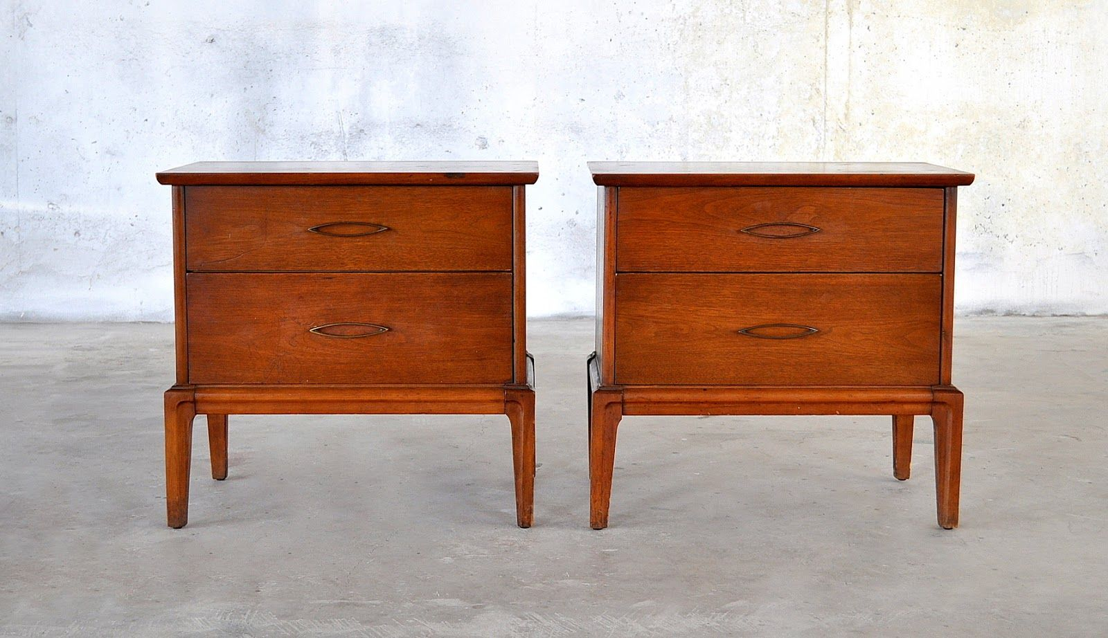 Really Unique Functional Mid Century Modern Nightstand Designs