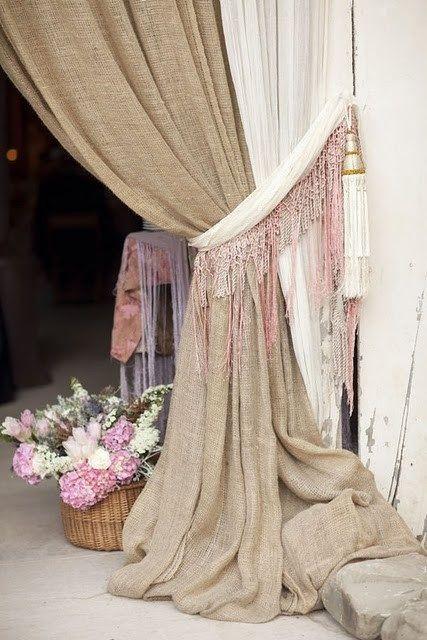 Tela de saco y gasa para esta coqueta cortina - Saco de arpillera ...