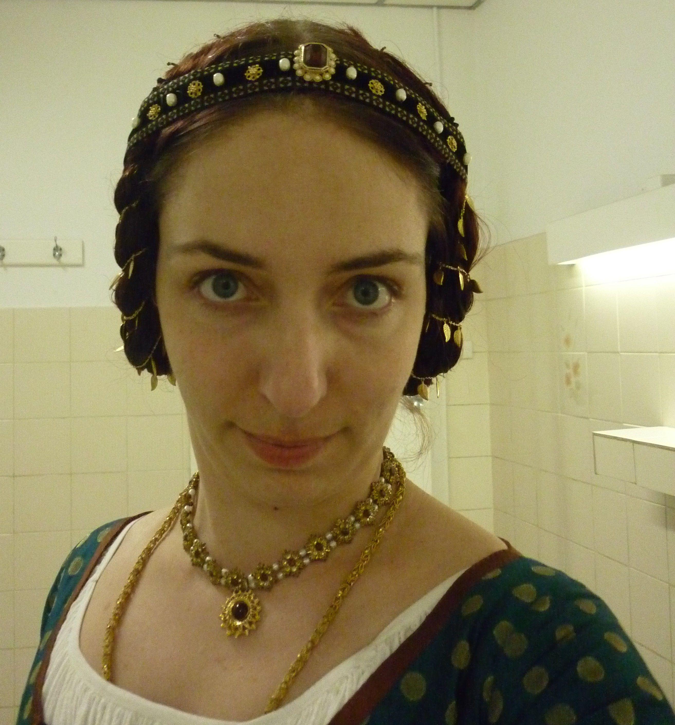 Hair Details A La Late 15th Century German Renaissance From The Blog Garb Related Chaos Fake Hair Braids Hair Today Fake Hair