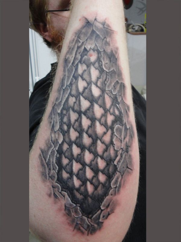 dragon scales tattoo dragonscale tattoo designs wood 39 s art pinterest. Black Bedroom Furniture Sets. Home Design Ideas