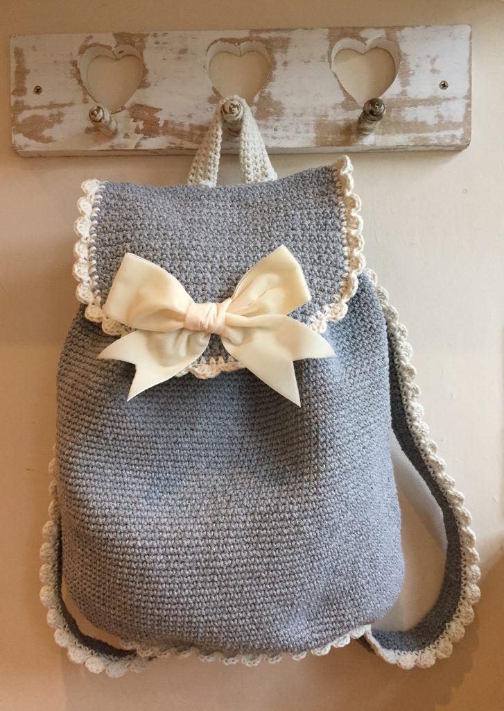 Free crochet pattern & photo tutorial bag pack